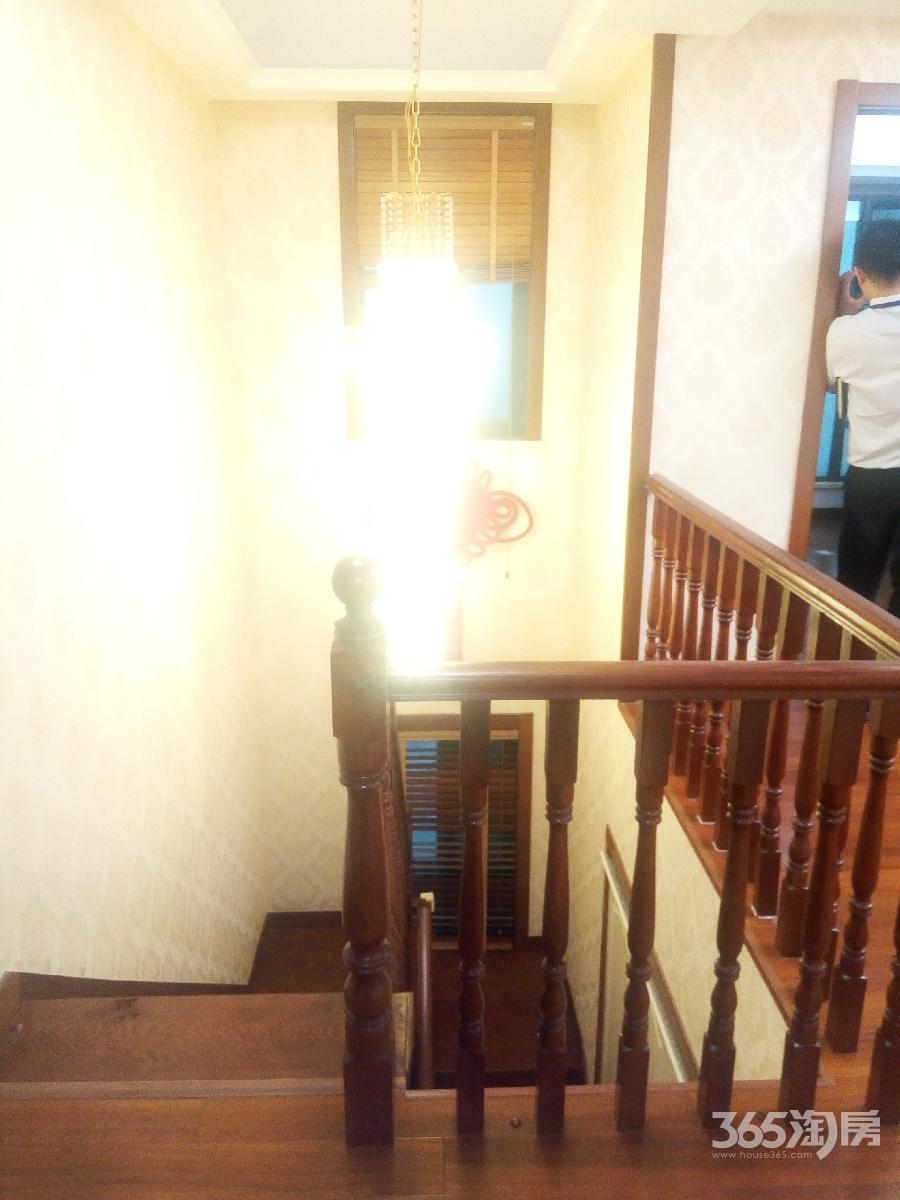 卢龙山庄5室3厅2卫240平方产权房豪华装