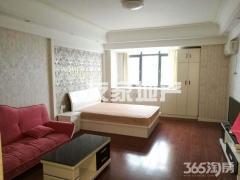 万达精装单生公寓,拎包入住,交通便利。