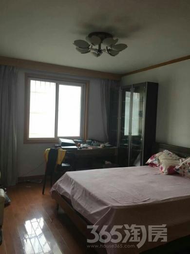 兴隆新寓3室2厅1卫112平米2000年产权房精装