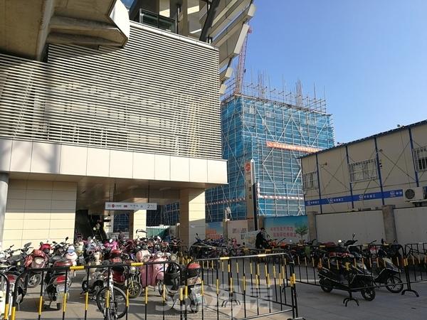 星光天地南侧楼栋工程、地铁刘潭站实景(2017.11)