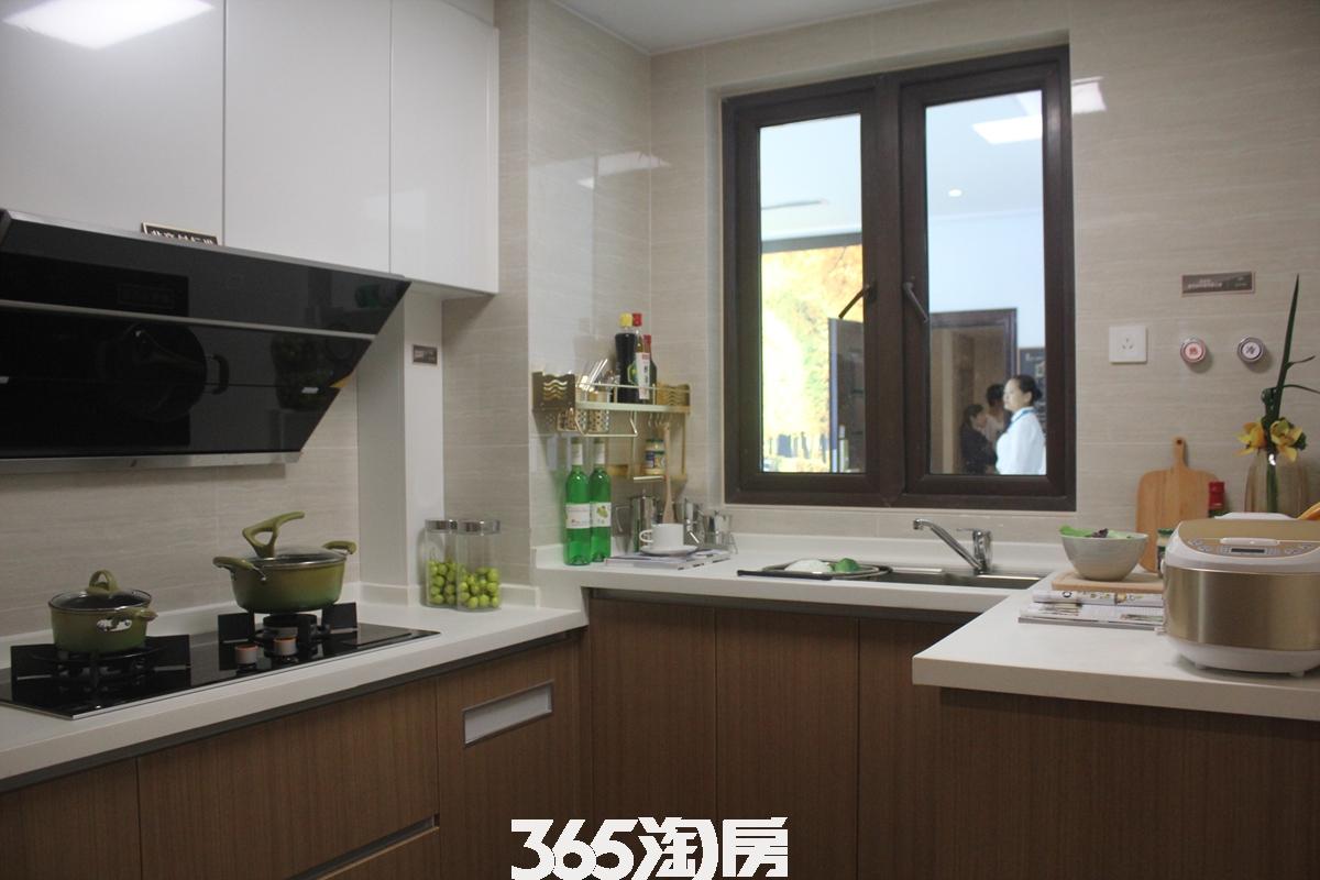 时光印象样板间厨房实景图(2018.2.1)