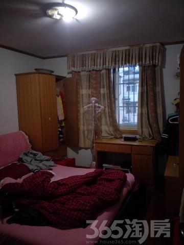 步行街港台街精装拎包入住只需1500元 四室两厅