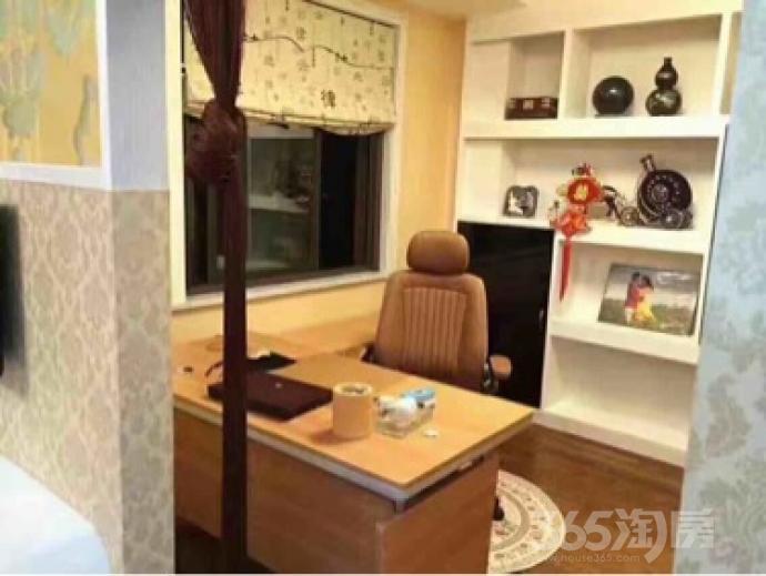 悍马・盛世嘉园4室2厅2卫161平米豪华装使用权房2011年