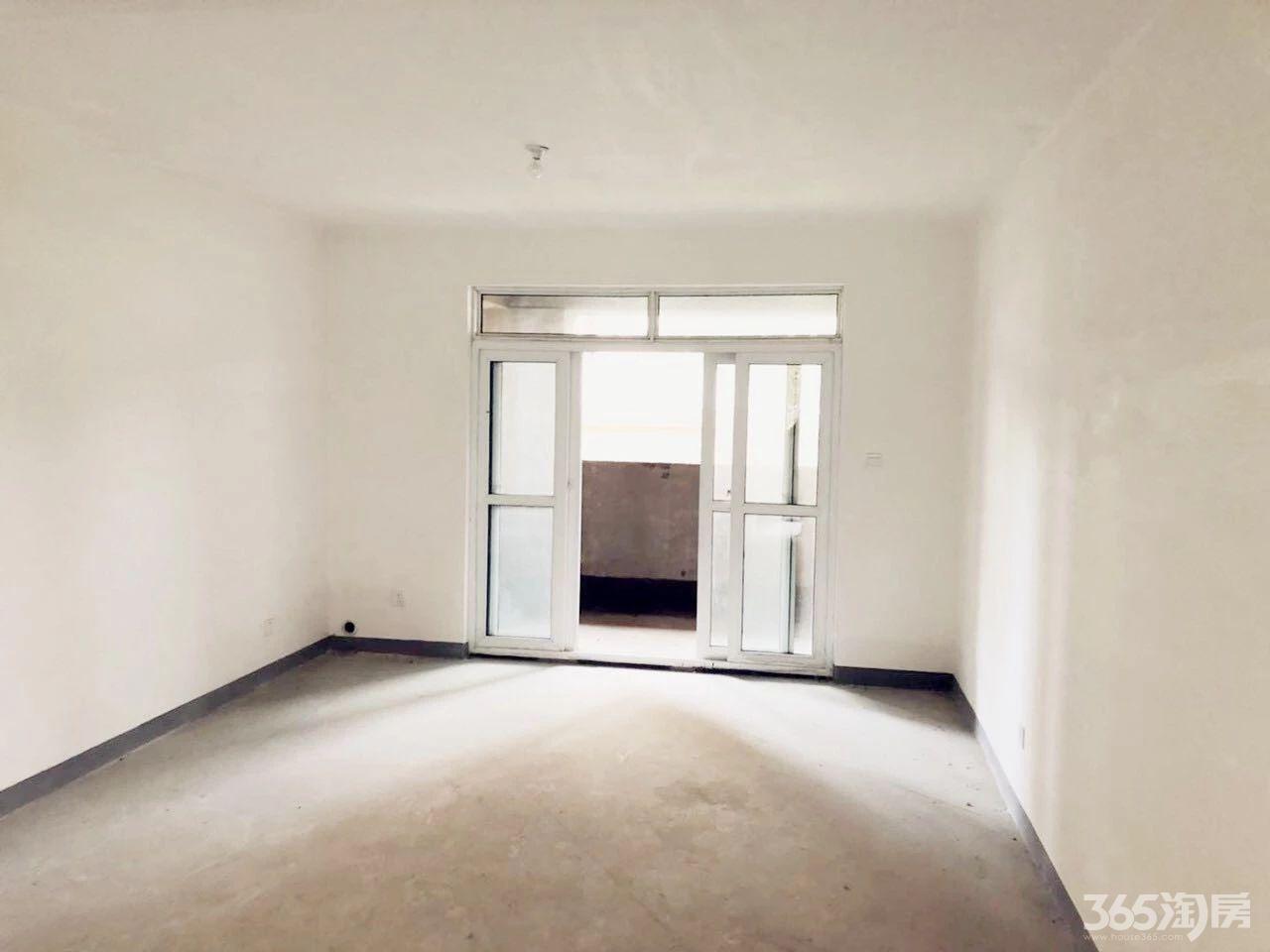 莉湖花园3室2厅1卫105平方产权房毛坯