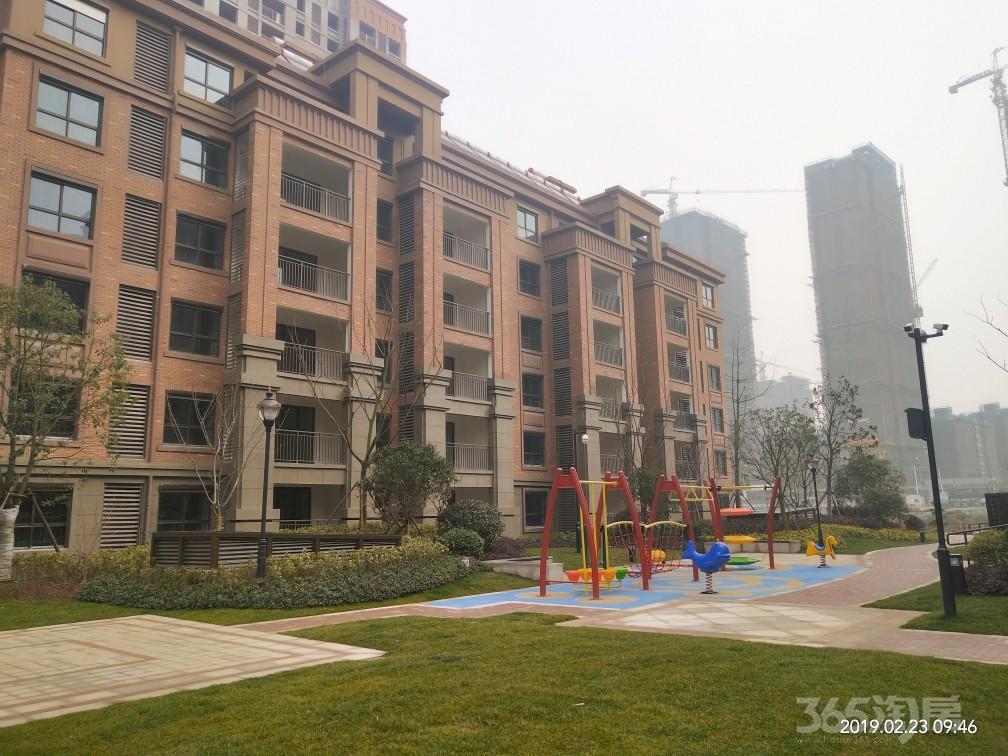 天悦容城3室2厅2卫118.65平米70年产权房毛坯