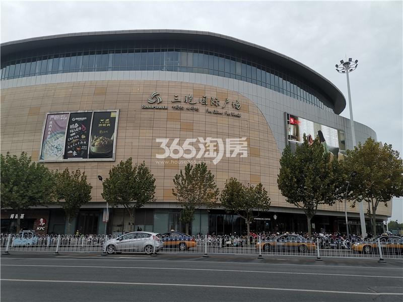 绿地理想城悦湖公馆项目周边三胞广场实景图(10.16)