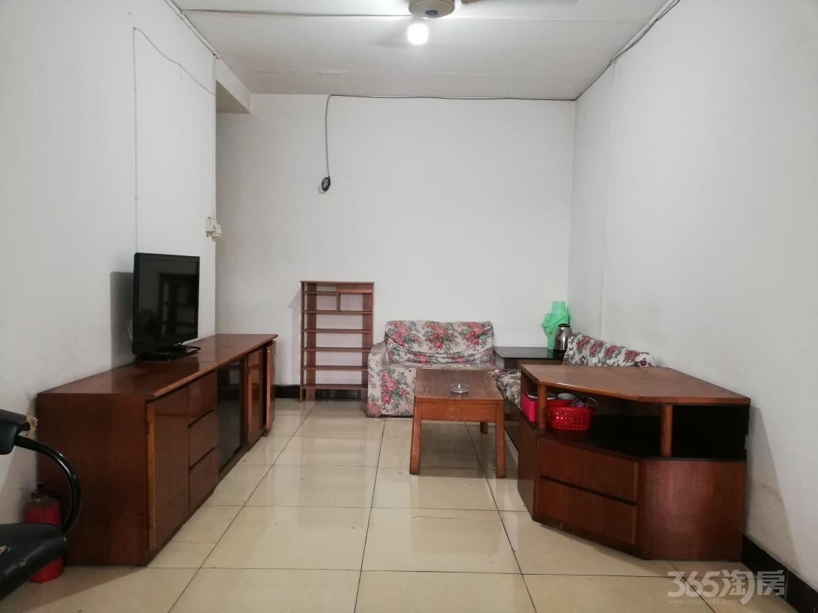 战旗东路9号院2室1厅1卫50平米整租简装