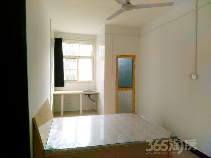 西韦北堡1室0厅1卫18平米整租简装