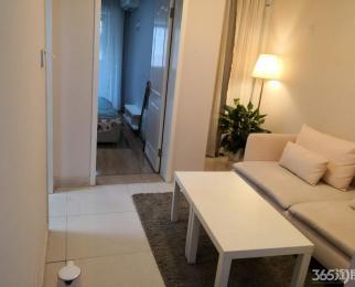 整租 精装俩居室 靠近地铁站 双龙大道 房间干净整洁 拎包