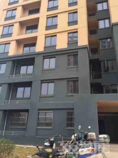 淳湖佳苑3室2厅1卫147平米简装产权房2015年建