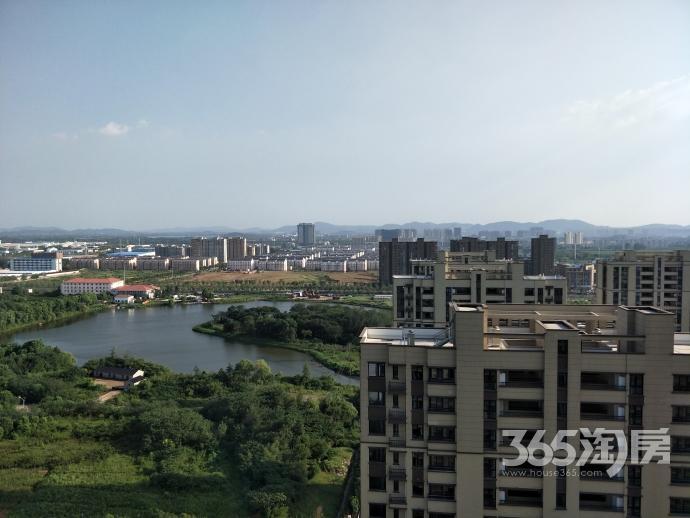 地铁口亚东同城逸境77平米新精装前面无遮挡120万