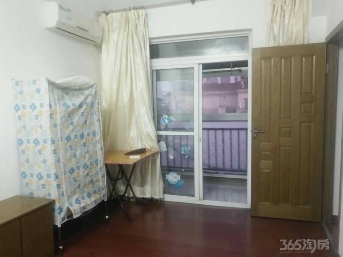盛世华庭怡园3室2厅2卫40平米合租精装