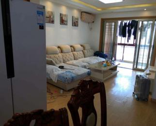 地铁口 三江旁 豪华居家装修 拎包入住 交通方便