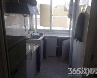 厨房卫生间有装修 低价出租 适合一家三口