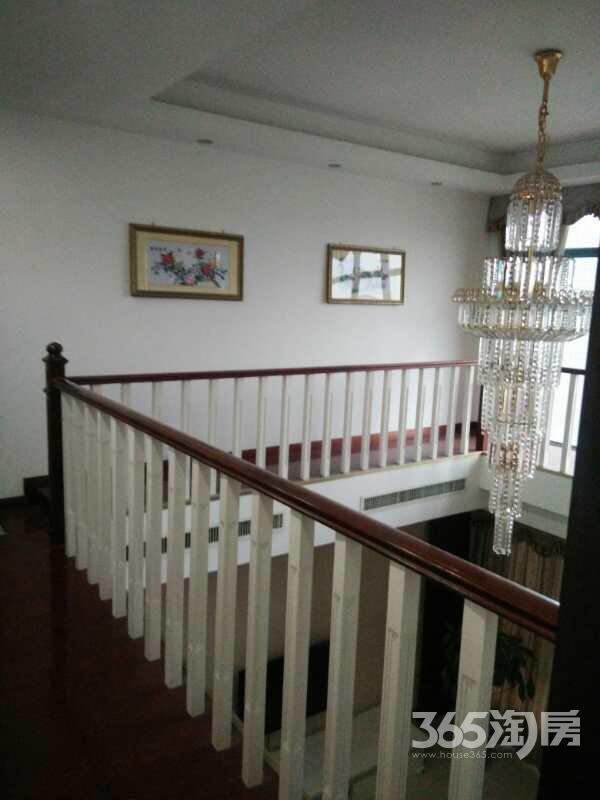 莱茵东郡4室2厅2卫产权房有车库精装无税诚意出售