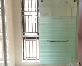 地铁龙湖银泰好地段东岸嘉园2室1厅1卫58�O整租精装