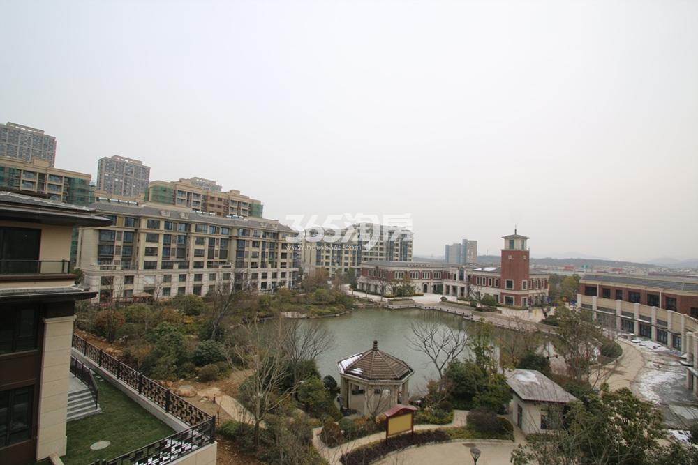 银亿东城联排别墅露台景观实景图(3.7)