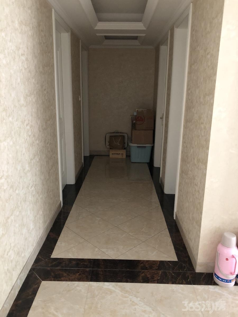 丁香苑3室2厅2卫125平米豪华装产权房2008年建满五年