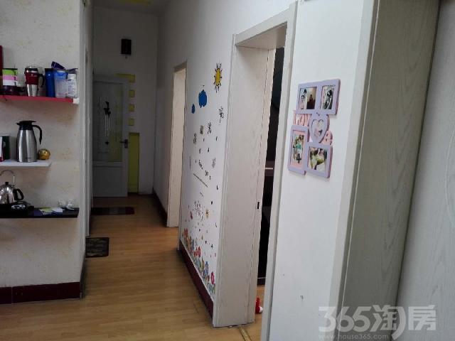 东升小区3室1厅1卫62.81�O2002年满两年产权房精装