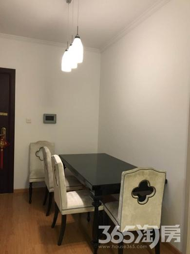 世茂外滩新城2室2厅1卫104平米整租精装