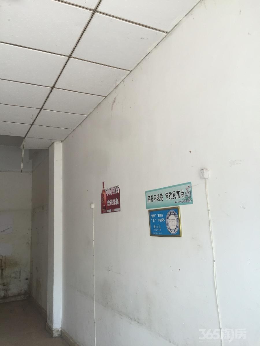 伊山镇西实小南门面房127平米整租毛坯