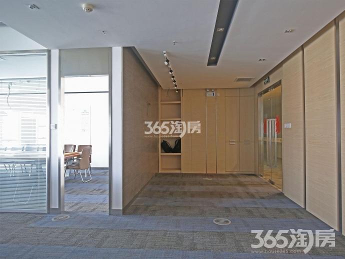 新地中心803室322平正对电梯口东南朝向河西奥体