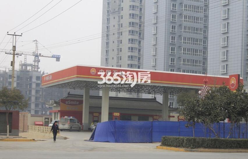 德杰德裕天下周边加油站(拍摄于2018.3.10)