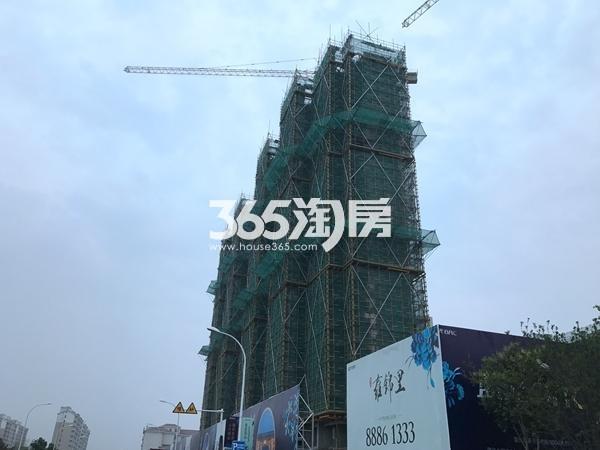 蓝光雍锦里高层实景图(2017.6 摄)