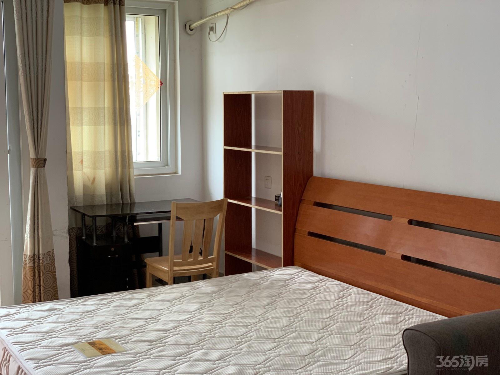 青年城1号1室1厅1卫56平米整租精装
