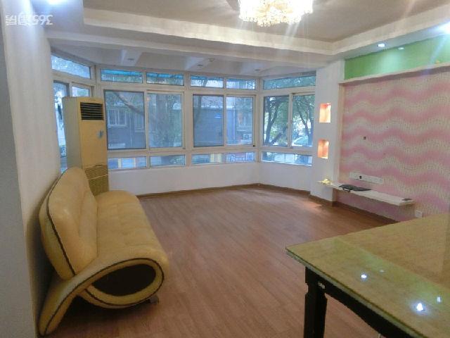 龙福山庄2室2厅1卫86平方产权房精装