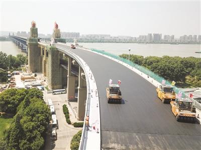 南京长江大桥桥面铺沥青了 ,7月完工-中国网地产
