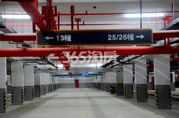 华南城紫荆名都小区停车场实景图(2017.12.06)