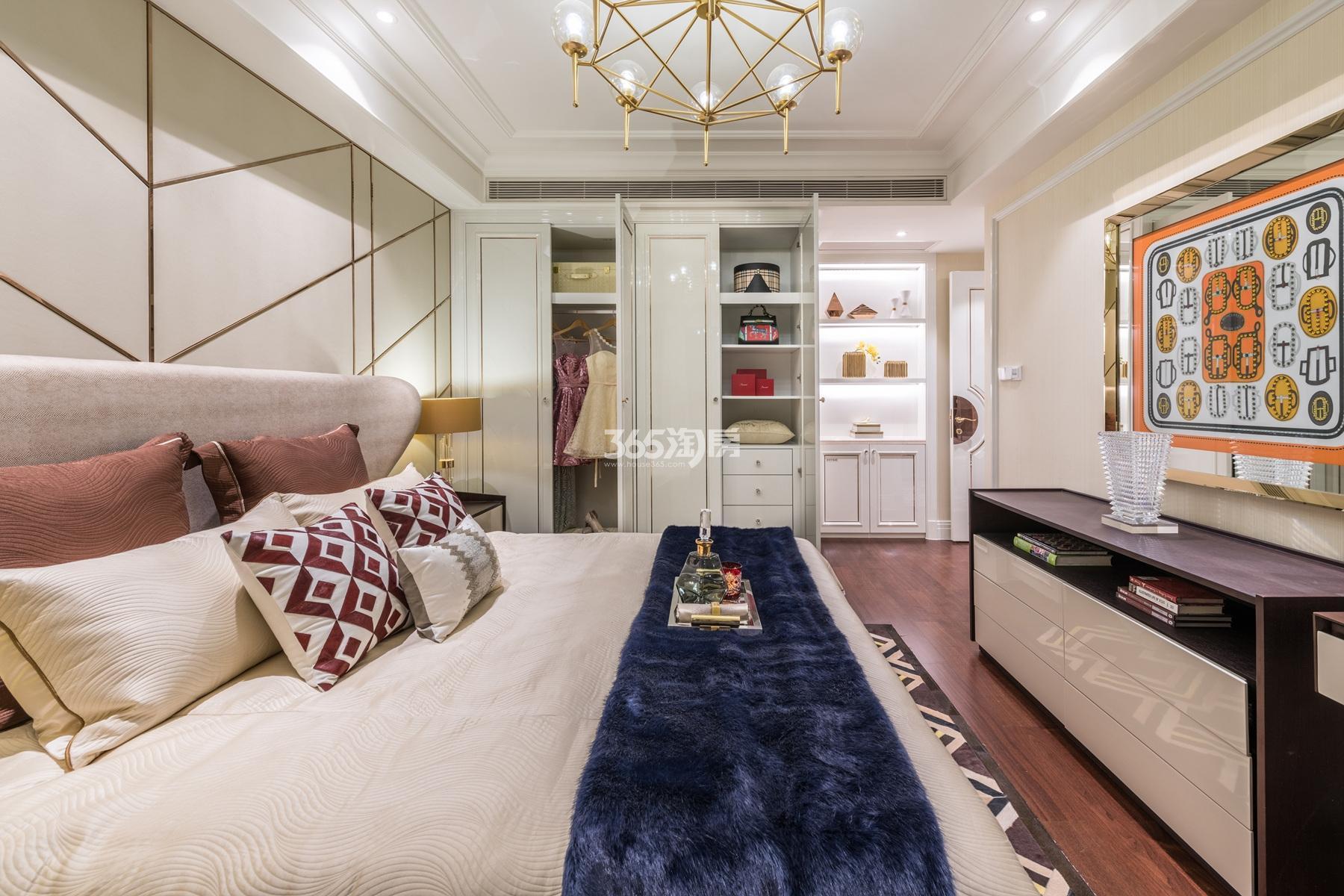 滨江保利翡翠海岸131方(A1户型)海派风样板房---卧室