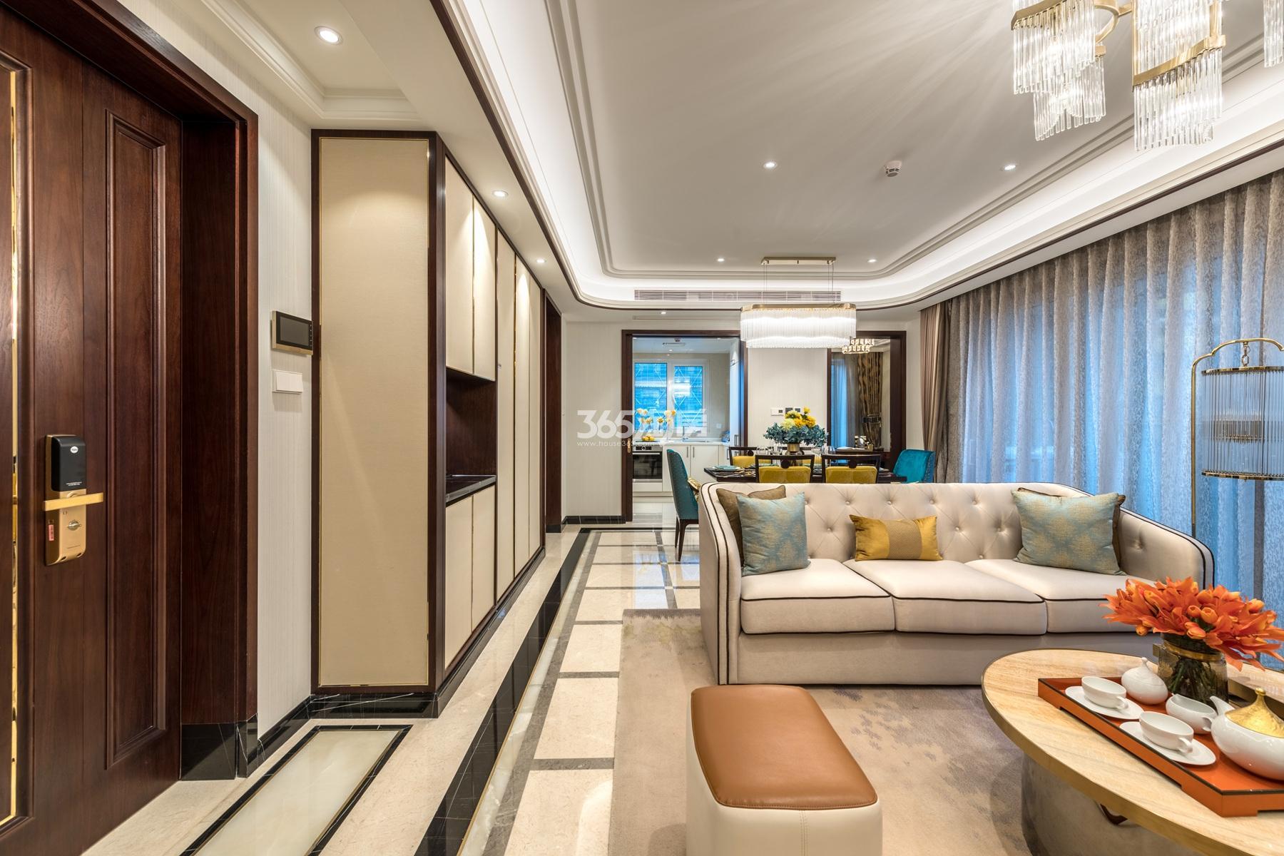 滨江保利翡翠海岸137方(B1户型)亚洲风格样板房---客餐厅