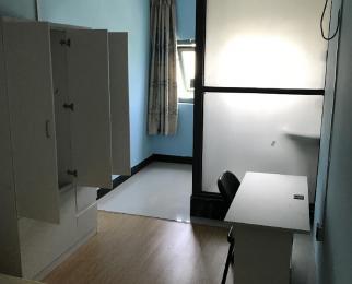 爵士风情5室2厅2卫186平米合租精装