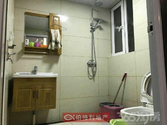 中茵龙湖国际家苑3室1厅1卫93�O2012年产权房精装