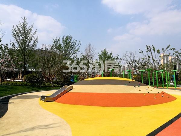 绿地天空树示范区儿童游乐区域实景(2018.4摄)