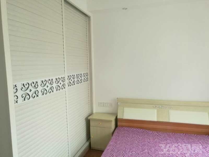 瑞尔花园2室2厅1卫89�O整租豪华装