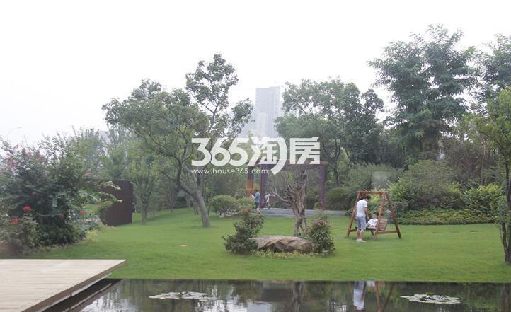 绿地西水东中央生活区实景图(2017.2 摄)
