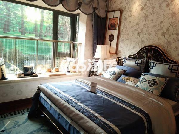 恒大翡翠龙庭129平米卧室样板间