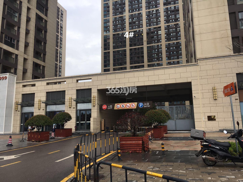 东方万汇城南区地下车库入口实景图(6.19)