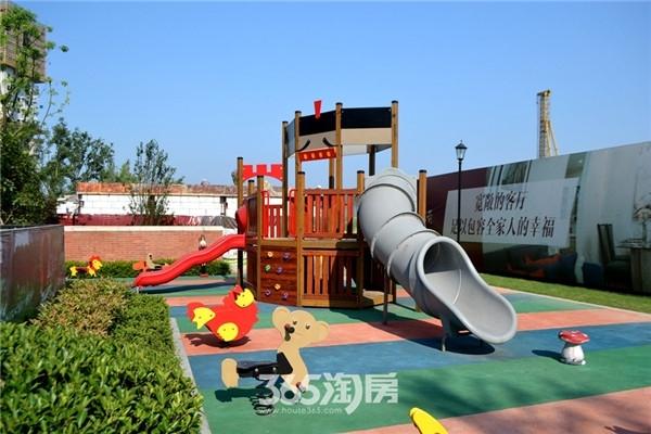 万科海上传奇施工中儿童游乐设施(2016年7月摄)