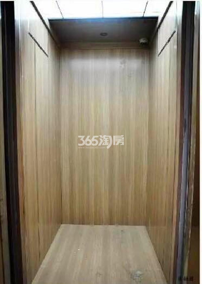 华润国际社区D2号楼电梯间实景图(6.20)