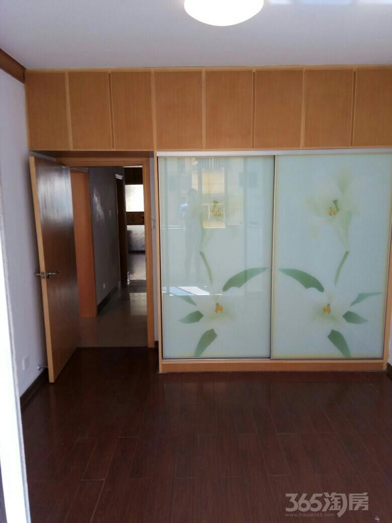 桃花山庄3室2厅1卫81平米2000年产权房精装