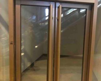 天珑广场负一层A商电梯口22平米整租毛坯