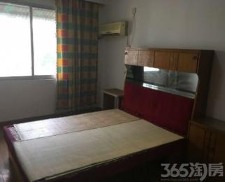 解放新村3楼 2室一厅 2000每月 看房随时