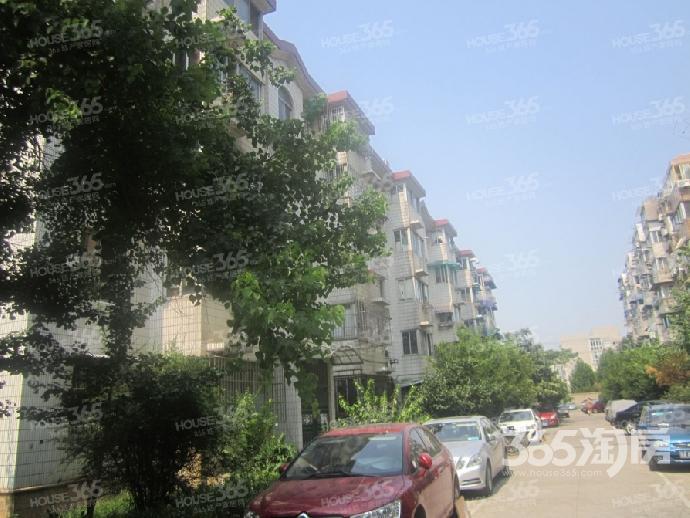 宏鹰花园2室2厅1卫74.69平方产权房精装