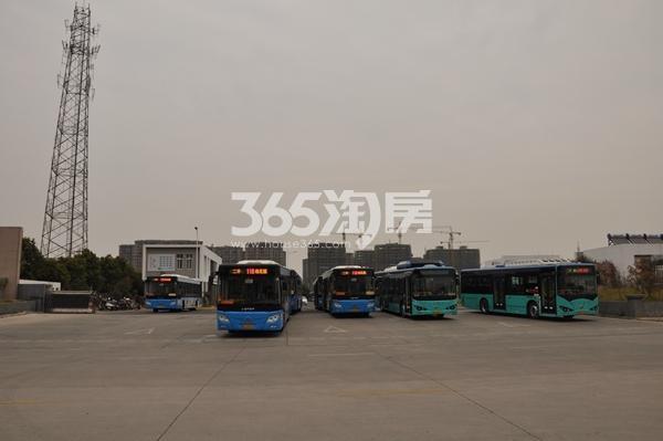 聚云商务广场公交停车场 201802