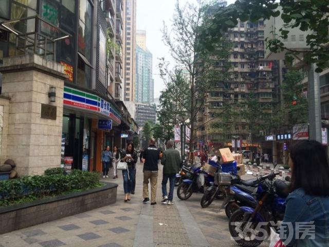 街道转角风景图片