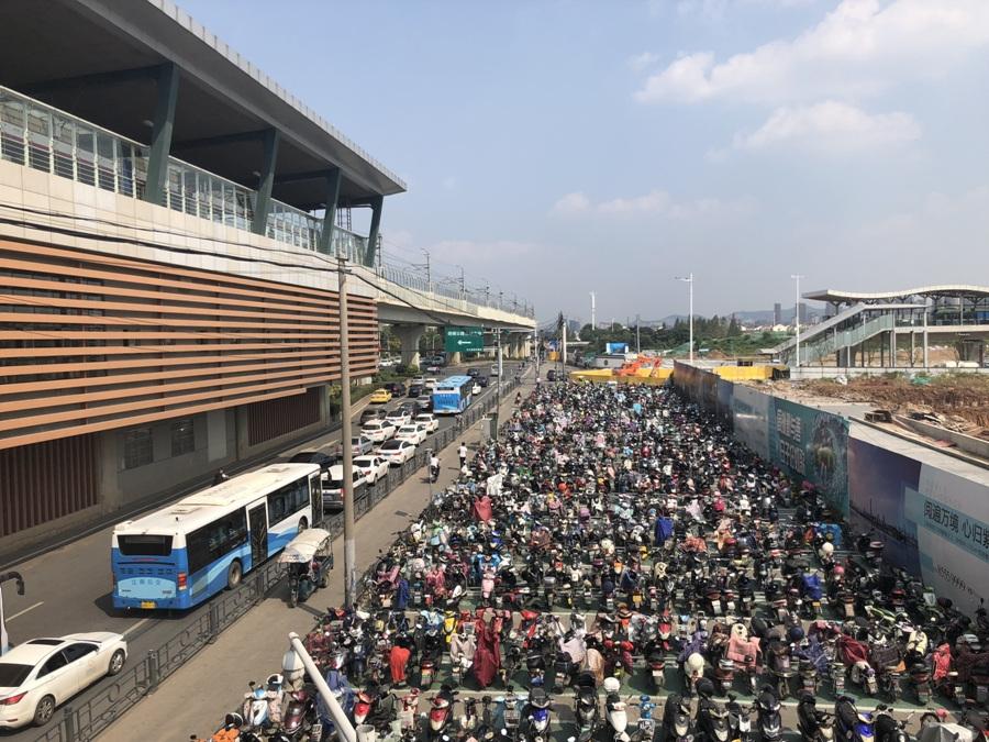 中垠紫金观北面的马群地铁站实景图(10.10)